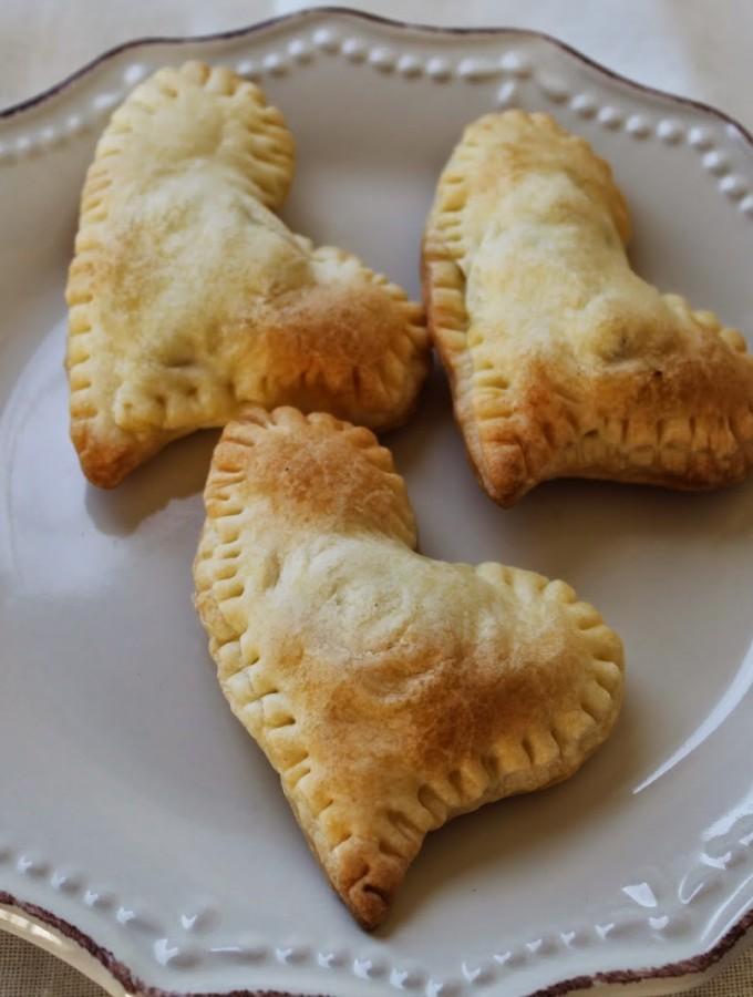 Fagottini di briseè ripieni di pere, camembert e cioccolato