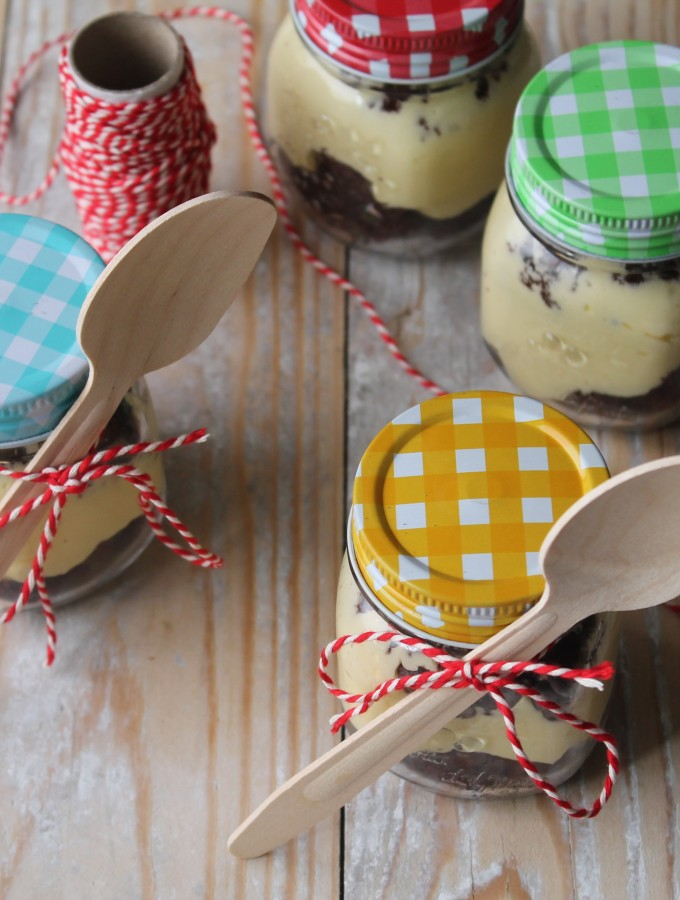 Barattolini golosi con crema mousseline al limone e mud cake al cioccolato
