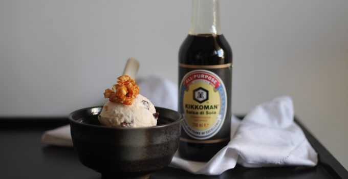 Gelato alla salsa di soia con scaglie di cioccolato e croccante di pinoli #KIKKOMANIA