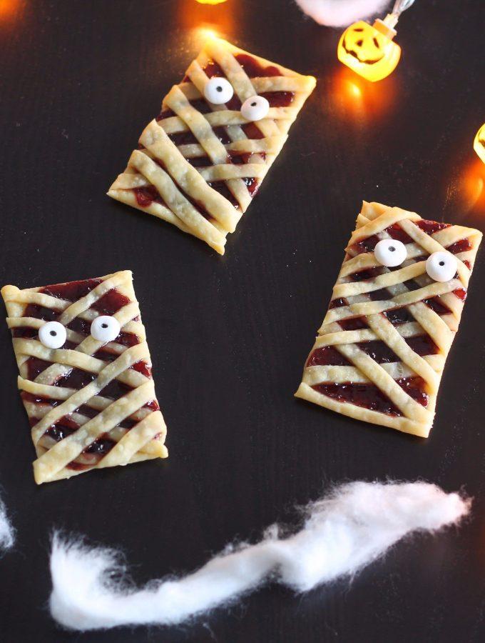 Crostatine mostruose con marmellata di uva fragola