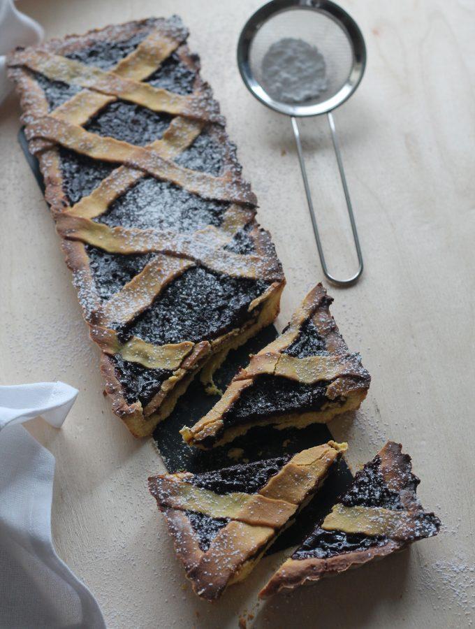 Crostata di frolla all'olio con confettura di mela e cacao