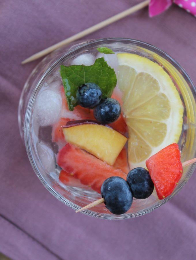 Detox water: acqua aromatizzata alla frutta