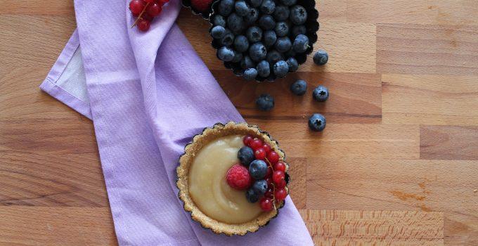 Crostatine senza cottura con crema di limone all'acqua e frutta fresca