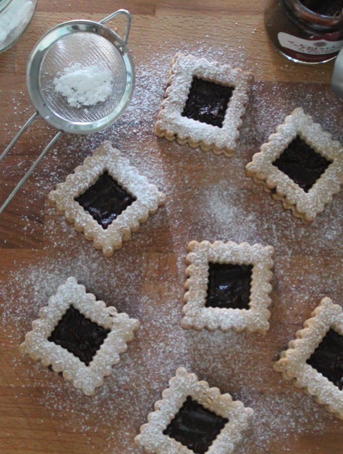 Biscotti di farina di castagne con crema al cacao marroni e rum