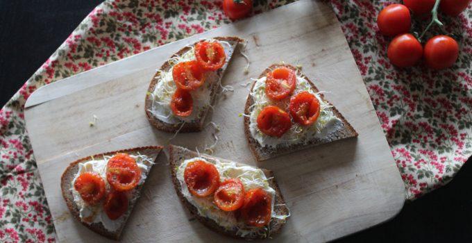 Crostoni con pomodorini pachino caramellati