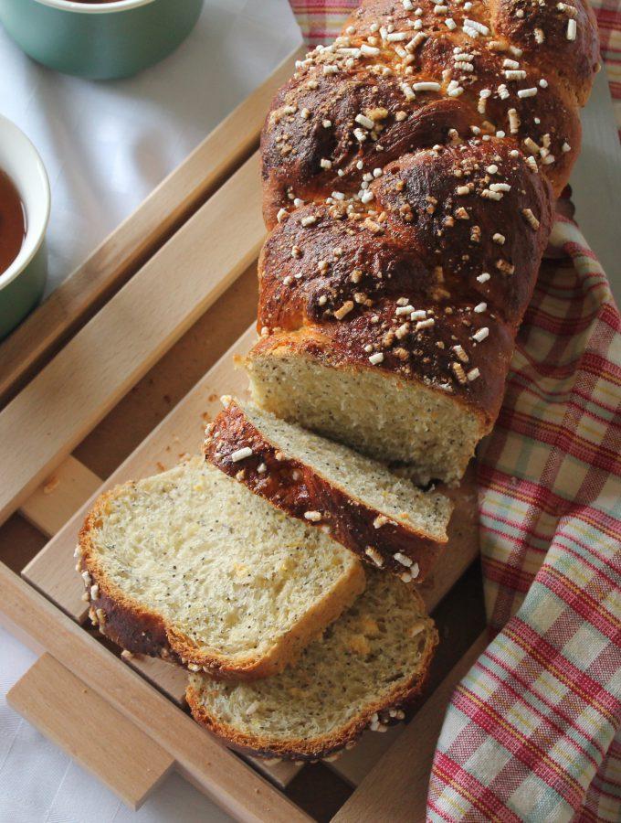 Pan brioche all'arancia e semi di papavero